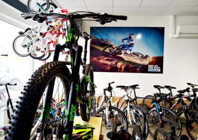 Reklamna tabla za bike shop